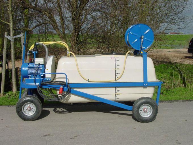 Spuitwagen 1000T - Plunjerpomp P93 52l/min~50bar - Handhaspel 450mm