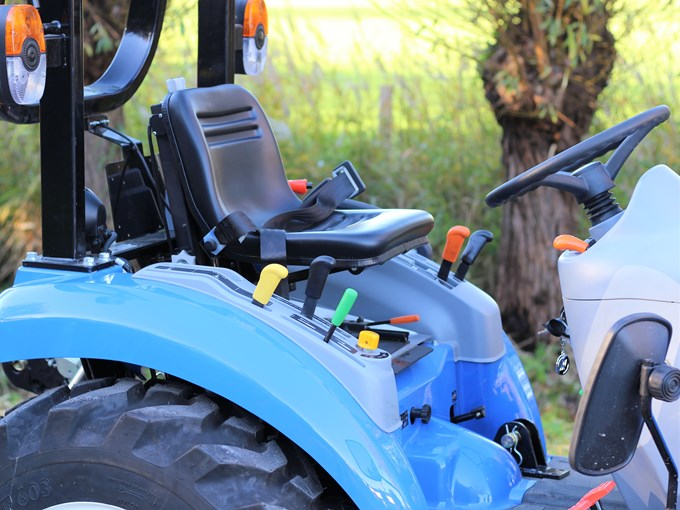 New Holland Boomer 25 Tractor